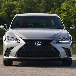 Lexus ES250 2021: Sedan hạng sang với nhiều tính năng nổi bật.